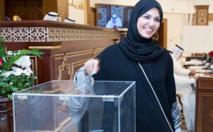 هند المفتاح ترى أن دور المرأة في المجلس التشريعي يوازي دور الرجل ولا يقل عنه (الجزيرة)
