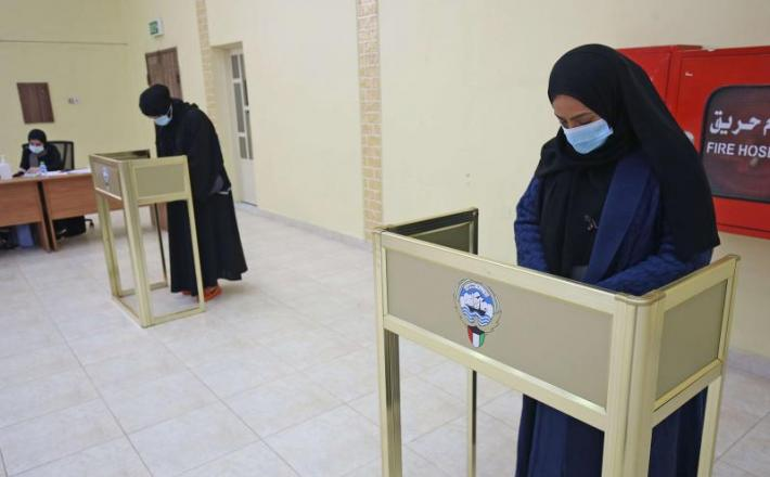 Kuwaiti women cast their ballots at a polling station during parliamentary elections in Kuwait City on December 5, 2020. (AFP)