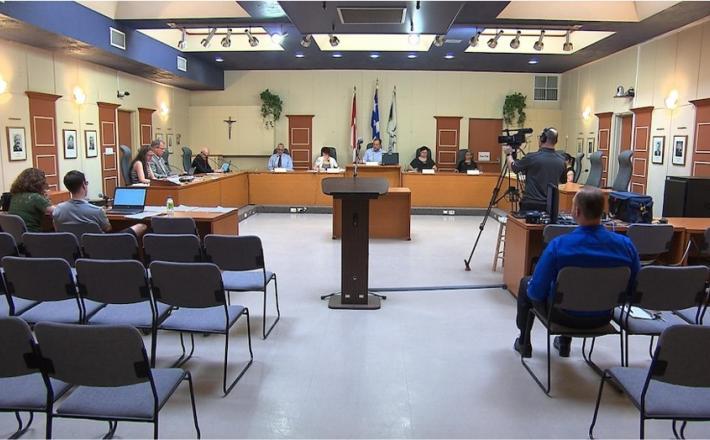 Une séance du conseil municipal de Sept-Îles (archives)  PHOTO : RADIO-CANADA / MARC-ANTOINE MAGEAU
