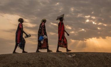 A Bentiu, au Soudan du Sud, des femmes déplacées, se rendant à une distribution de nourriture. Image d'archives.   (AFP or licensors)