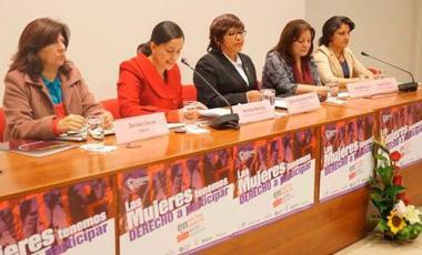 Congresista Verónika Mendoza y directoras de ONG´S presentan proyecto de ley contra el acoso político