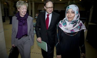 Mme Karman et Mme Osman se sont également entretenues avec le secrétaire général de l'OTAN, M. Anders Fogh Rasmussen, en marge de la conférence. Photo-OTAN