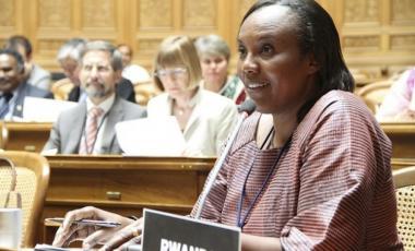Rose Mukantabana fue presidenta de la Cámara de Diputados de Ruanda. Los países que lograron los mayores avances de paridad de género en sus parlamentos entre 1995 y 2015 son Andorra, Bolivia y Ruanda.