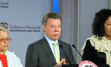 Colombia President Juan Manuel Santos con Maria Paulina Riveros y Nigeria Renteria