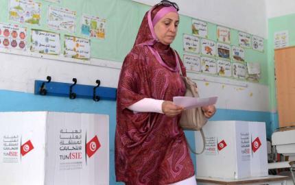 مناصرة المشاركة السياسية للنساء في تونس تحد من هيمنة الرجال