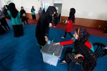 Des Afghans lors d'élections historiques